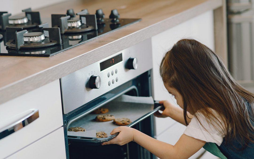 Ovens Opened when the Front Door Closed: the link between baking posts and creators.